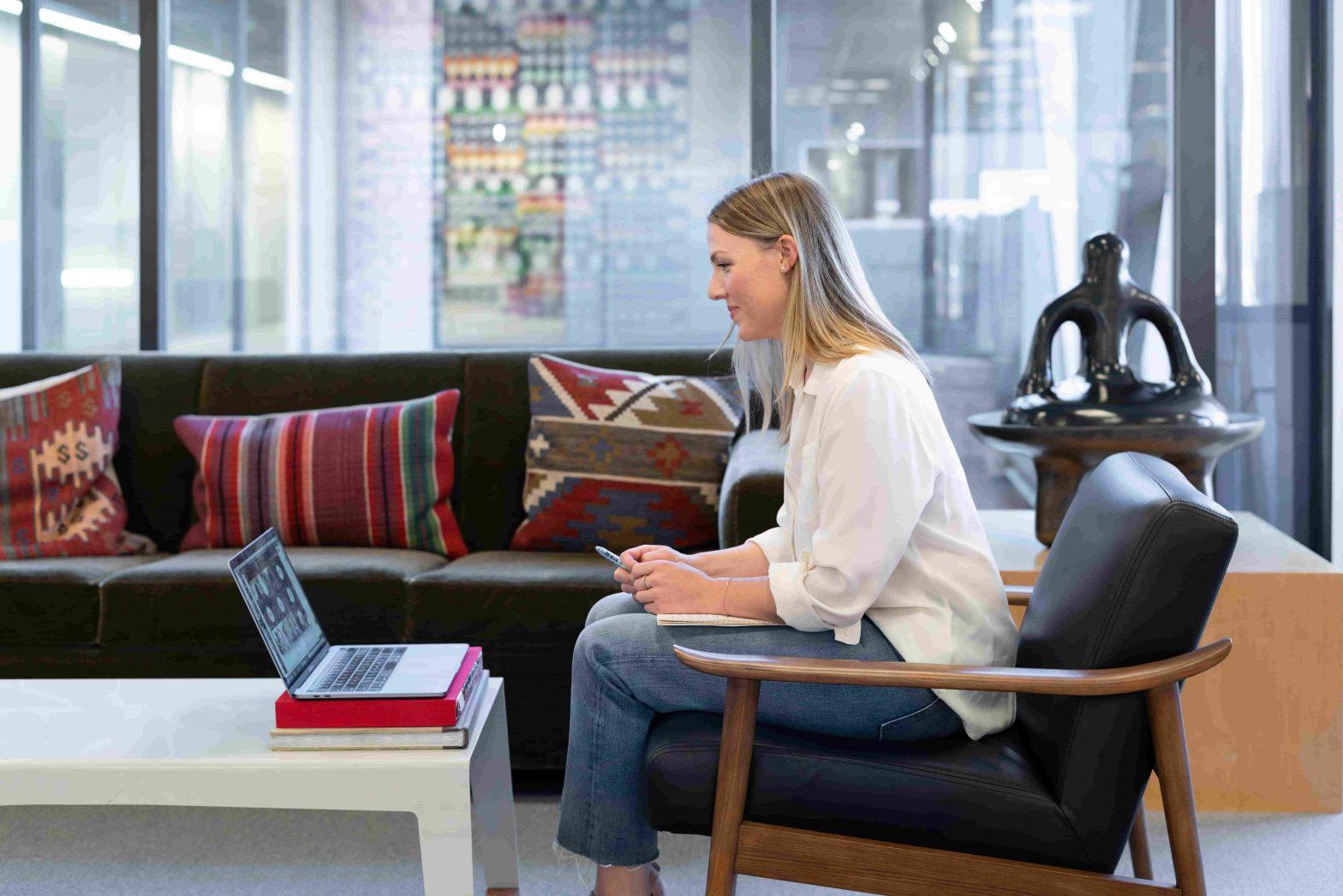 Waar een fijne werkplek op kantoor aan moet voldoen